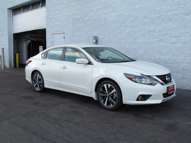New 2017 Nissan Altima 2 5 Sr 4d Sedan In North Aurora